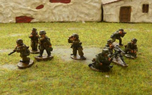 CDGI-05 HMG moving team (left) firing team (right)