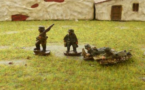 CDGI-06 Lt Mortar team moving (left) firing (right)