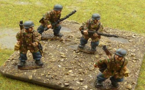 G103 Fallschrimjaeger MG teams