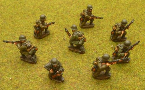 G6 Kneeling riflemen